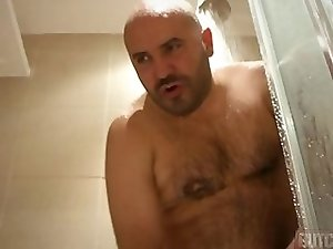 BaLD GUIDO JeRKZ On BaTHRoOM FLOORZZZ  ! ! !