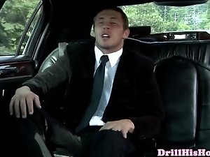 Gaysex muscle hunks blow in a limo