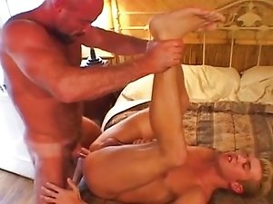 Big daddy bear gets fucked and cumloaded