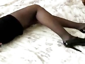 Crossdresser masturbate on black Stockings